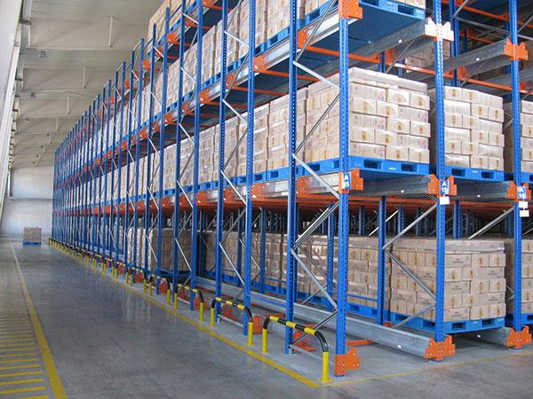 Benefits of radio shuttle racking in food industry warehouse