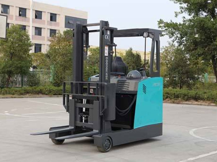 What forklifts are suitable for storage shelves?