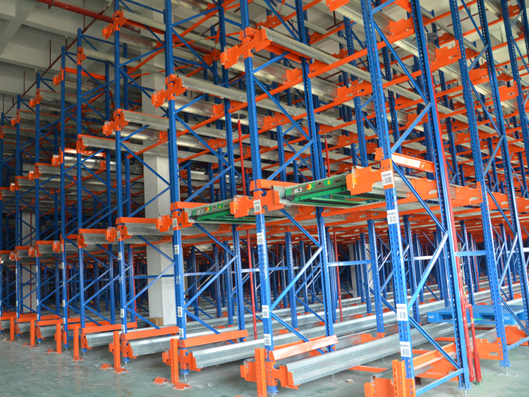 Radio shuttle pallet storage system