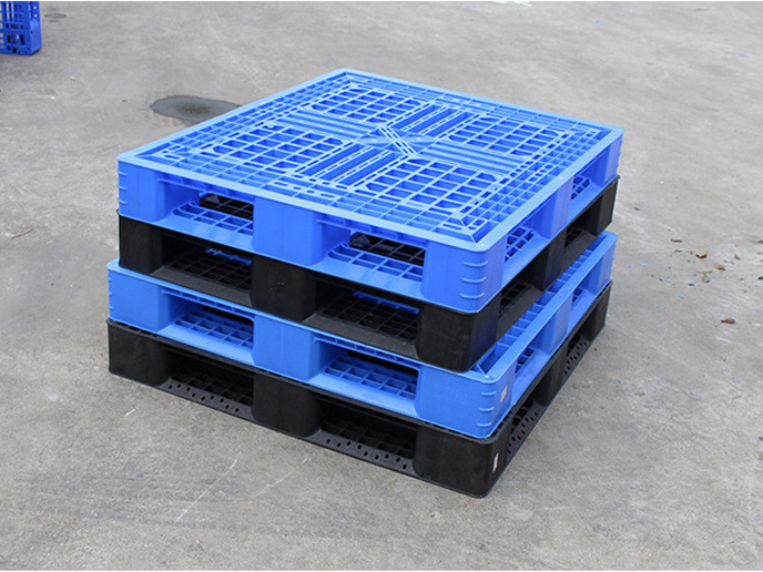 Durable plastic pallet