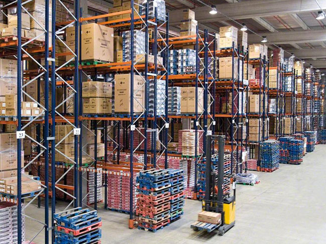How to choose forklift for pallet rack