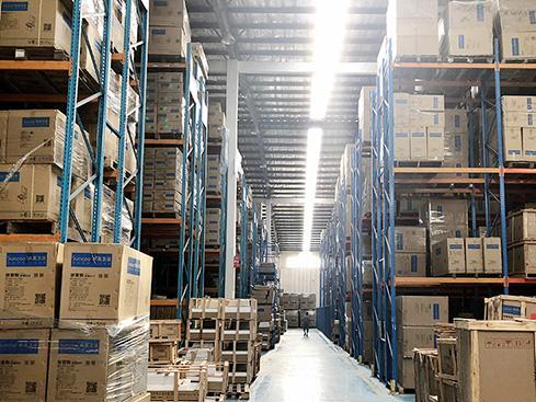 Reasonable use of warehouse shelving racks to maximize storage space